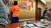 Densus menangkap polisi gadungan di Bekasi (Liputan6.com/ Fernando Purba)