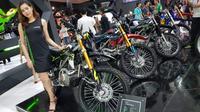 Kawasaki hadirkan KLX 150 Warna dan Striping baru di Jakarta Fair Kemayoran 2018. (Herdi Muhardi)