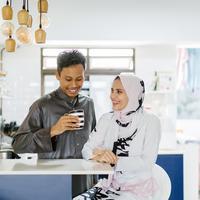 ilustrasi pasangan muslim/copyright by mentatdgt (Shutterstock)