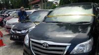 Mobil warga Pekanbaru yang dicuri sindikat pencurian mobil menjadi barang bukti pihak kepolisian. (Liputan6.com/M.Syukur)