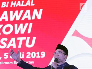 Zainul Majdi atau Tuan Guru Bajang (TGB) saat memberi tausiah pada acara Halal bi Halal Relawan Jokowi Bersatu di Jakarta, Jumat (5/7/2019). Acara tersebut dihadiri ratusan relawan yang tergabung dalam 16 kelompok pendukung Jokowi-Ma'ruf Amin. (Liputan6.com/Helmi Fithriansyah)