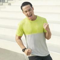 Dengan outfit berteknologi Dry-EX, Daniel Mananta mengajak masyarakat untuk semakin rutin berolahraga (Foto: Uniqlo)