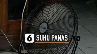 Suhu panas ekstrem melanda Jakarta. Suhu bisa mencapai 39 derajat celcius. Warga juga mengaku susah tidur akibat suhu panas. BMKG mengimbau warga mengurangi aktivitas di luar rumah dan banyak mengkonsumsi air.