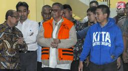 Dirut PT. PLN nonaktif Sofyan Basir memakai rompi tahanan dikawal petugas usai pemeriksaan di Gedung KPK, Jakarta, Senin (27/05/2019). Sofyan Basir diduga bersama-sama Eni Saragih dan Idrus menerima suap dari Johannes Kotjo dalam pembangunan proyek PLTU Riau-1. (merdeka.com/Dwi Narwoko)