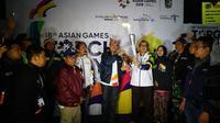 Sebuah momen spesial tercipta di Banyuwangi, Sabtu (21/7) malam. Yaitu, saat api Asian Games 2018 yang dibawa dari India, bertemu api biru Kawah Gunung Ijen