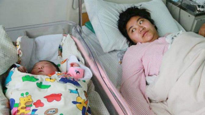 Bayi Perempuan Ini Lahir Hebohkan Keluarga Dan Staf Rumah Sakit Parenting Fimela Com