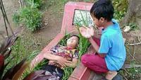 tingkah nyeleneh orang Indonesia (foto: twitter/@CrazyinINA)