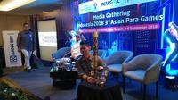 Ketua Inapgoc, Raja Sapta Oktohari, menjelang kirab obor Asian Paragames 2018, di Solo, Jawa Tengah, Selasa (4/9/2018). (Bola.com/Ronald Seger Prabowo).
