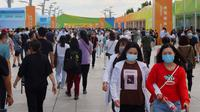 Orang-orang mengunjungi area ekshibisi Pameran Perdagangan Jasa Internasional China (China International Fair for Trade in Services/CIFTIS) 2020 di Beijing, ibu kota China, pada 8 September 2020. CIFTIS 2020 akan berakhir pada 9 September. (Xinhua/Xing Guangli)