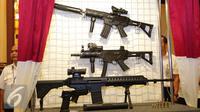 Produk baru buatan Pindad dipamerkan di Kemenhan, Kamis (9/6). Senjata baru tersebut Senapan Serbu SS3, Senapan Serbu SS2 subsonic 5,66mm, Sub Machine Gun PM3 dan Pistol G2 Premium. (Liputan6.com/Angga Yuniar)