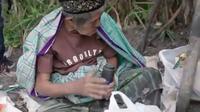Abah Aman, lelaki pemulung yang tinggal di semak-semak (Dok.Instagram/@hengkykurniawan/https://www.instagram.com/p/BwjmHNLF34N/Komarudin)