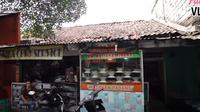 Penampakan kontrakan lawas Andhika Pratama yang sederhana. (Sumber: YouTube/Ussy Andhika Official)