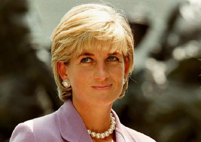 Diana, Princess of Wales pada sebuah upacara untuk Palang Merah di Washington. (AFP PHOTO / JAMAL A. WILSON)