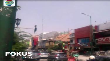 Menyusul terjadinya letusan freatik Gunung Merapi, maka sejumlah wilayah di Kota Yogyakarta dan sekitarnya terguyur hujan abu vulkanik.