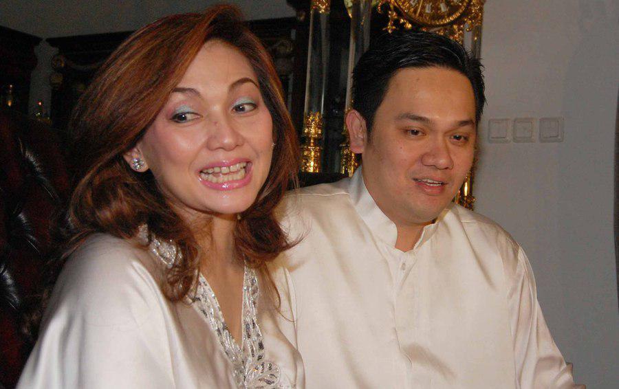 Nia Daniati dan Farhat Abbas