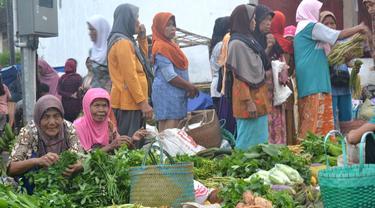 Ilustrasi – Pasar Karangpucung. Ruas Tol Diharapkan bisa menjadi pengungkit ekonomi masyarakat Cilacap. (Foto: Liputan6.com/Muhamad Ridlo)