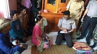 Polisi bacakan isi surat bunuh diri gadis Sukabumi. Foto: (Mulvi Mohammad/Liputan6.com)