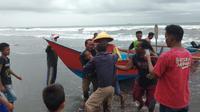 Bocah 10 tahun di Cilacap terseret ombak Laut Kidul atau pantai selatan cilacap, di Pantai Kemiren. (Foto: Liputan6.com/Basarnas/Muhamad Ridlo)