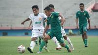 Persebaya Surabaya menggelar laga uji coba melawan tim PON Jawa Timur pada Jumat sore (12/3/2021). (Bola.com/Aditya Wany)