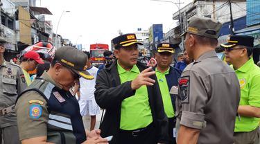 Kepala Satpol PP DKI Jakarta Arifin Tinjau lokasi banjir di Kampung Pulo