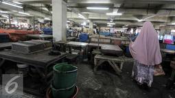 Suasana di pasar tradisional Pasar Minggu, Jakarta, Senin (11/7). Pasca libur lebaran 2016, aktifitas jual-beli di pasar tradisional masih sepi. (Liputan6.com/Yoppy Renato)