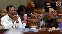 Menteri Kesehatan Terawan Agus Putranto (kiri) dan Dirut BPJS Kesehatan Fachmi Idris (kanan) saat rapat dengar pendapat dengan Komisi IX DPR di Kompleks Parlemen, Jakarta, Selasa (5/11/2019). Rapat membahas polemik kenaikan iuran BPJS Kesehatan. (Liputan6.com/JohanTallo)