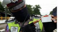 Keluhan atas SIM 'gaib' disampaikan oleh Satlantas Polres Rembang lewat akun Instagram mereka. (dok. Instagram @satlantasrembang/Dinny Mutiah)