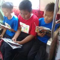 KeReadTa, bikin kegiatan membaca di dalam kereta jadi jauh lebih menyenangkan. (dok. Taman Baca Inovator)
