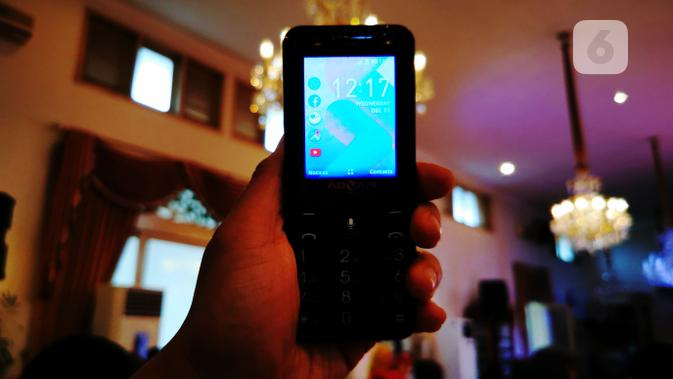 Hape Online - 4G Smart Feature Phone. (Liputan6.com/ Mochamad Wahyu Hidayat)