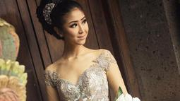 Melalui akun Instagram pribadinya, Putu Ayu Saraswati beberapa kali mengunggah foto saat menggunakan kebaya. Penampilan Puteri Indonesia Lingkungan 2020 saat menggunakan kebaya pun sering kali tuai pujian netizen. (Liputan6.com/IG/@ayusarasw)