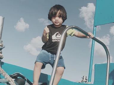 Dia Sekala Bumi, anak dari Ayudia Bing Slamet dan Ditto Percussion ternyata memiliki bakat dalam fotografi loh. (Liputan6.com/IG/ayudiac)