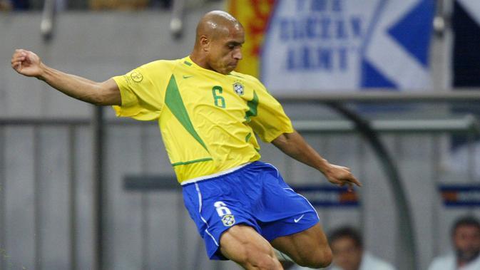 4. Roberto Carlos - Brazil (AFP/Pedro Ugarte)