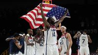 Amerika Serikat berhasil meraih medali emas basket Olimpiade Tokyo 2020 usai mengalahkan Prancis dengan skor 87-82 pada laga final di Saitama Super Arena, Sabtu (7/8) siang WIB. (Foto: AP/Eric Gay)