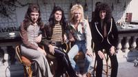 Band legendaris Queen masih menorehkan rekor baru sebagai pencetak album penjualan terbaik.