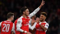 Para pemain Arsenal merayakan gol ke gawang Ludogorets pada laga Liga Champions di Emirates Stadium, London, Rabu (19/10/2016). (AFP/Ben Stansall)