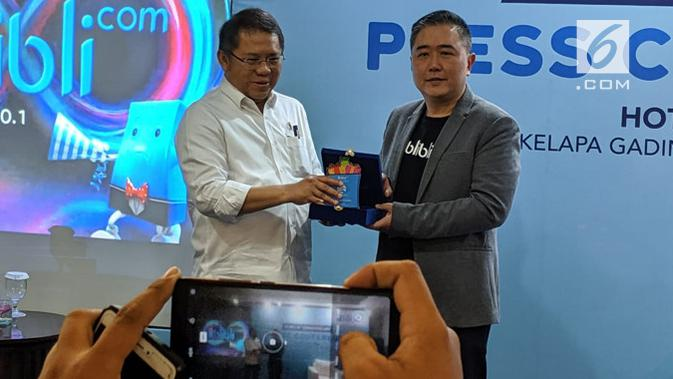 Ulang tahun Blibli.com yang ke-8 dihadari oleh Menteri Komunikasi dan Informatika Rudiantara (berbaju putih) dan CEO Blibli.com Kusumo Martanto. (Liputan6.com/ Agustin Setyo W).