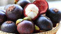 Jangan sampai nggak tahu khasiat buah manggis yang bisa kabulkan mimpi para cewek ini, ya! (Sumber Foto: healthyt1ps.com)