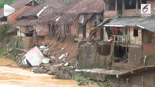 Status tanggap darurat bencana ditetapkan pemda Tasikmalaya Jawa Barat, setelah wilayahnya diterjang banjir dan longsor hari Selasa (6/11).