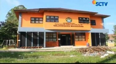 Sehari setelah ditemukannya bom siap ledak, gedung Gelanggan Mahasiswa Universitas Riau masih tampak sepi. Padahal garis polisi juga sudah dicopot.