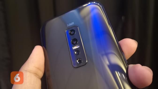 Tampak bodi belakang smartphone Vivo V17 Pro. (Liputan6.com/ Agustinus Mario Damar)