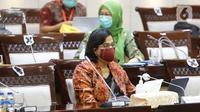 Menteri Keuangan Sri Mulyani Indrawati (kanan) mengikuti rapat kerja bersama Komisi XI DPR di Kompleks Parlemen, Senayan, Jakarta, Kamis (10/6/2021). Rapat tersebut membahas pagu indikatif Kementerian Keuangan dalam RAPBN 2022. (Liputan6.com/Angga Yuniar)