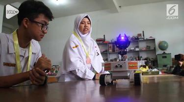 Dua anak SMA dari Solo ciptakan robot 'The Survivor'. Robot ini mampu deteksi korban bencana yang tertimbun bangunan.