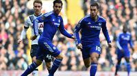 Manajer Chelsea, Jose Mourinho, memuji penampilan apik Eden Hazard dalam laga kontra Tottenham Hotspur di White Hart Lane, Minggu (29/11/2015) malam WIB. (AFP/BEN STANSALL)
