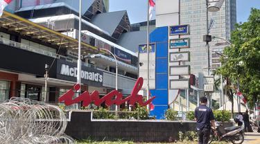 Tulisan raksasa pusat perbelanjaan Sarinah, Jakarta Pusat rusak. (Ika Defianti/Liputan6.com)