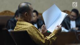 Mantan Kepala BPPN, Syafruddin Arsyad Temenggung saat menjalani sidang pembacaan eksepsi atas dakwaan di Pengadilan Tipikor Jakarta, Senin (21/5). Agenda sidang pembacaan eksepsi atas dakwaan JPU KPK. (Liputan6.com/Helmi Fithriansyah)