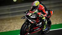 Pembalap Aprilia Aleix Espargaro pada hari pertama tes pramusim MotoGP Qatar, Sabtu (07/03/2021). (Twitter/MotoGP)