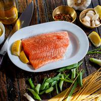 Salmon makanan pembakar lemak (Photo by David B Townsend on Unsplash)