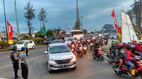 Selama tiga hari, polisi mengutamakan perjalanan pemudik dari Garut dan Tasikmalaya melewati Nagreg Kabupaten Bandung. (Liputan6.com/Arie Nugraha)