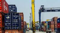 Penurunan ekspor Juli lalu disebabkan oleh penurunan ekspor nonmigas sebesar 7,86 persen dari 12.623,5 juta dollar AS menjadi 11.631,5 juta dollar ujar Ketua BPS Suryamin di Jakarta, Senin (1/9/2014) (Liputan6.com/Faizal Fanani)