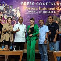 Penyanyi Sandhy Sondoro usai jumpa pers Ancol Gempita Festival di kawasan Ancol, Jakarta, Rabu (27/12). Ia menjadi salah satu pengisi acara menyambut malam pergantian tahun baru 2018 di Taman Impian Jaya Ancol. (Deki Prayoga/Bintang.com)